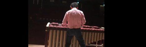 Makoto: marimba baixo com ressoadores cilíndricos